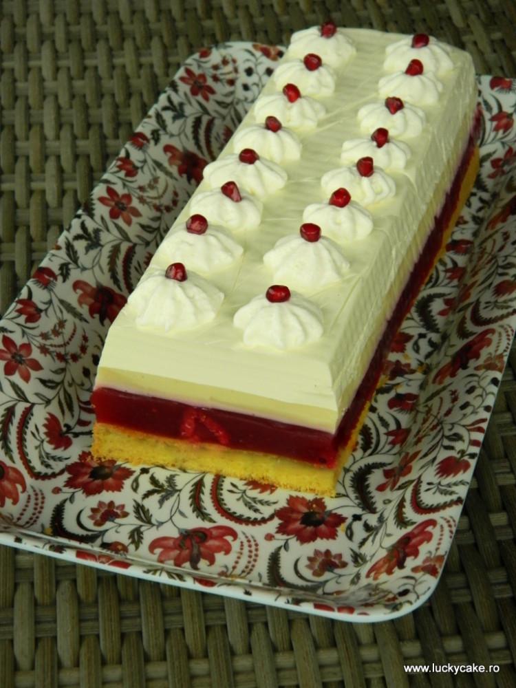 Tort cu zmeura si crema de vanilie