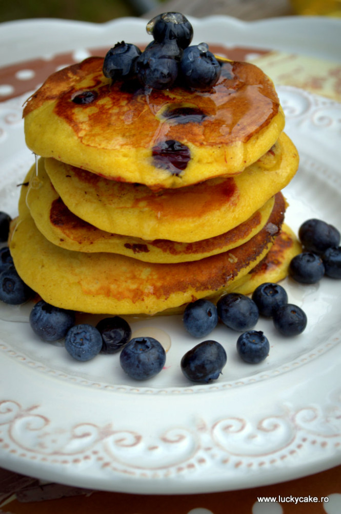 Pancakes cu banane si afine