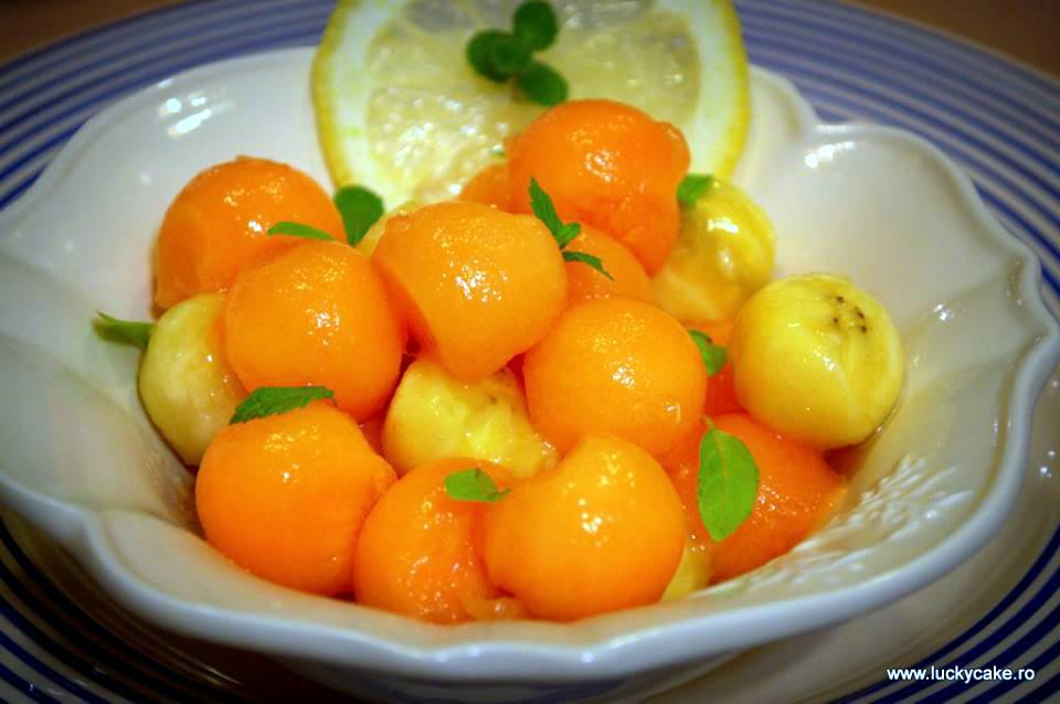 Salata aromata de pepene cu banane
