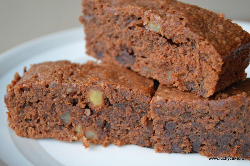brownie cu nuca