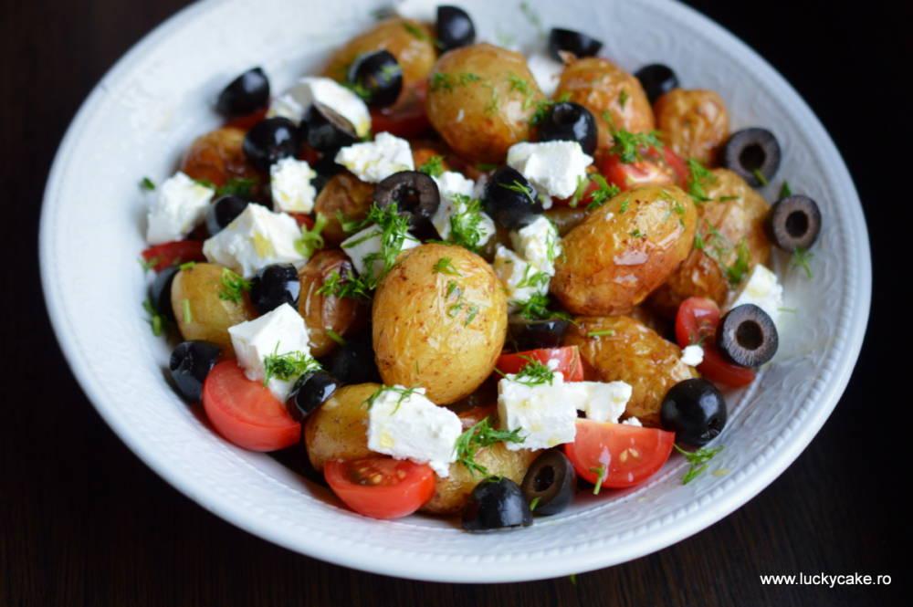 salata calda de cartofi