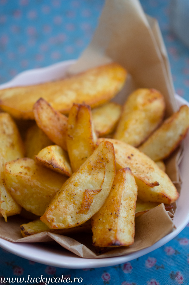 Cartofi wedges crocanti la cuptor