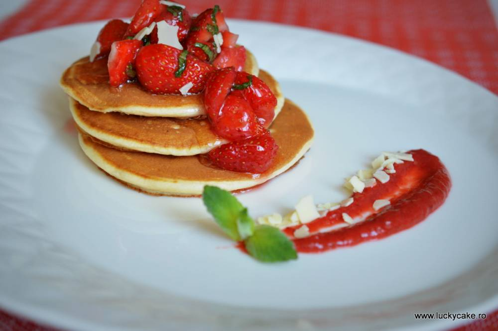Pancakes cu capsuni si menta