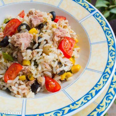 Salata calda cu ton orez si legume