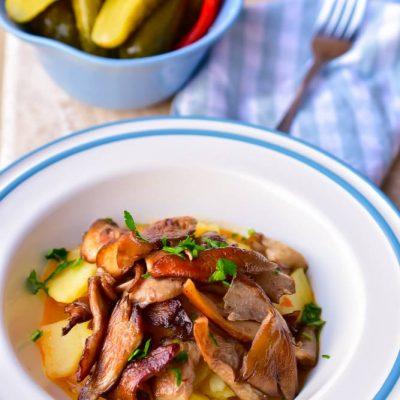 Tocanita de cartofi cu ciuperci pleurotus